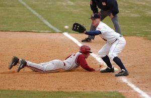 Baseball_pick-off_attempt